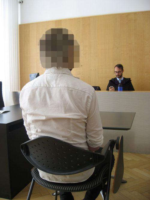 Der Angeklagte beim Prozess vor Richter Andreas Böhler. Eckert