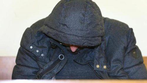 Der Angeklagte vor seiner Verurteilung am Landesgericht Kempten. dpa
