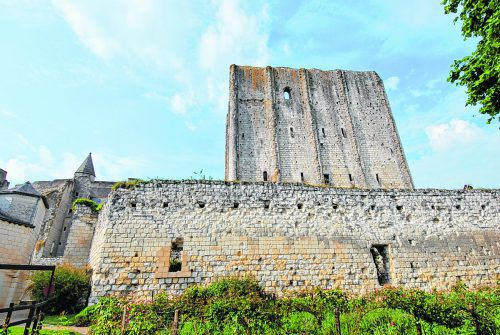 Der gut erhaltene Donjon ist derälteste Bau der Schlossanlage.