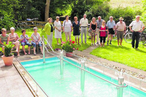 Der Kneipp Aktiv-Club Lochau freut sich über die neue Wassertrete. g. Krebitz