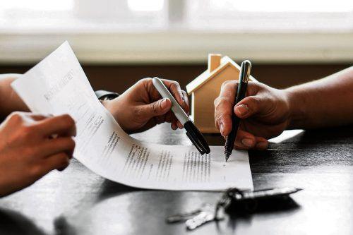 Der ordnungsgemäße Maklervertrag bildet die Grundlage für Immobiliengeschäfte.