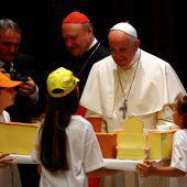 Kinder aus Problemvierteln Mailands zu Gast beim Papst