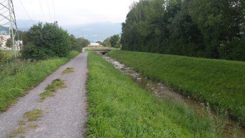 Der Ratzbach wird ab Oktober auf einer Länge von rund 400 Metern aus Hochwasserschutzgründen kräftig erweitert. Gemeinde