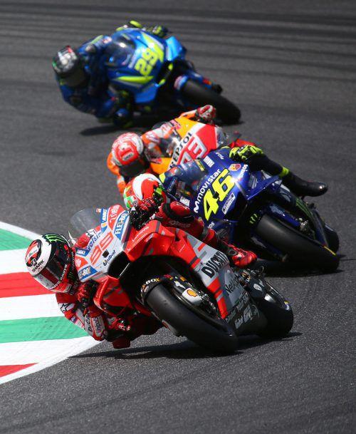 Der Spanier Jorge Lorenzo (vorne) führte das Rennen an und holte den ersten Sieg für Ducati.Reuters
