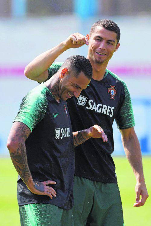 Der Spaßfaktor stimmt bei Portugal: Cristiano Ronaldo (r.) und Ricardo Quaresma. apa