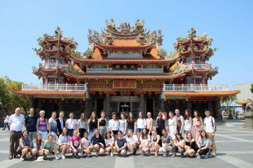 Die 29 Chorsängerinnen und deren Begleitpersonen besuchten Peking und gaben Konzerte in Taiwan.