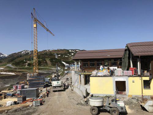 Die Arbeiten am Bergrestaurant Sonnenkopf sind in vollem Gang. DOB