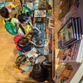 """<p class=""""caption"""">Die Buchguides aus verschiedenen Schulen sorgen mit ihrer Expertise für den richtigen Bücherkauf. VN/Steurer</p>"""