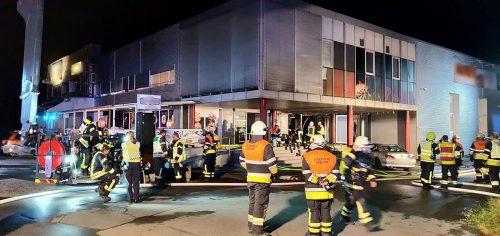 Die Feuerwehren von Koblach, Klaus, Mäder und Götzis waren mit insgesamt 130 Mann am Löscheinsatz beteiltigt. Feuerwehr klaus