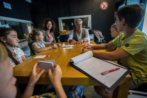 Die fünf VN-Kinderreporter aus Satteins haben sich gefreut, dass Thomas Brezina für sie Zeit hatte und sie ihm ihre Fragen stellen konnten. VN/Steurer