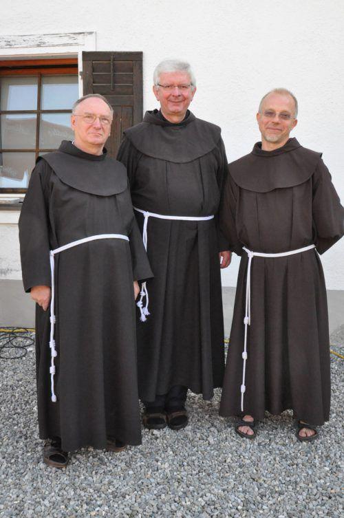 Die Gastgeber Patres Roman, Adrian und Guido.