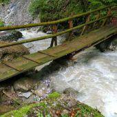 Neue Brücke über den Emmebach