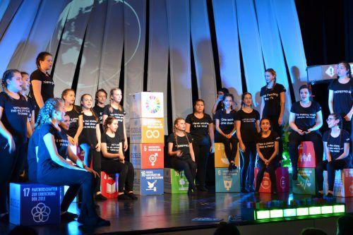 """Die Jugendbotschafter der Caritas und die Tanzgruppe """"groovaloos!"""" führten das Musical """"Solve it – Die Zeit läuft!"""", in Lauterach, Rankweil und Lingenau auf."""