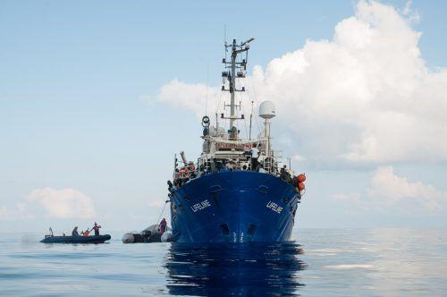 """Die """"Lifeline"""" mit mehr als 200 Migranten an Bord harrte tagelang im Meer aus. AFP"""