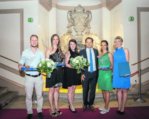 Die Preisträger (v. l.): Daniel Leeb (Sentec), Petra Domingues (Stadt Bregenz), Stefanie Künstner (Leiterin Kiga Lauterach), Martin Pfanner (KfV), Alexandra Schwendinger und Maria Schrank (beide Kiga Lauterach).KfV
