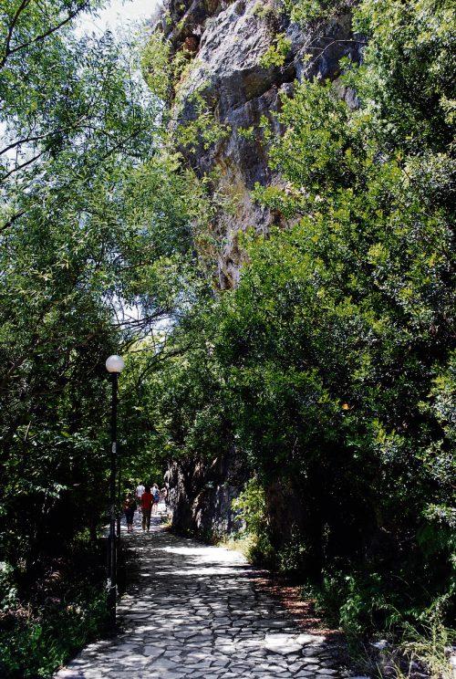 Die Quellen des Flusses Acheron und die östlich liegende Acheron-Schlucht sind ein beliebtes Ausflugsziel. Edith rhomberg (5)
