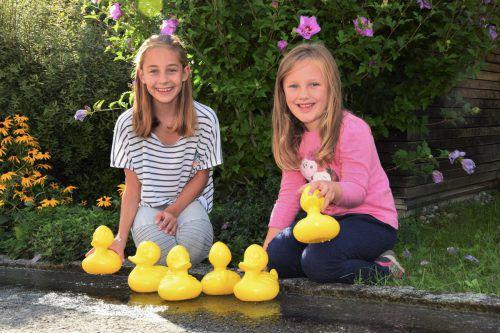 """Die quietschgelben Enten sind zum Symbol für die Hilfe geworden, die das """"Netz für Kinder"""" vielen Mädchen und Buben angedeihen lässt. vn"""