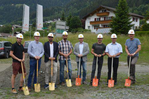 Die Spaten für den neuen Nahversorger in St. Gallenkirch wurden gesteckt. SCO