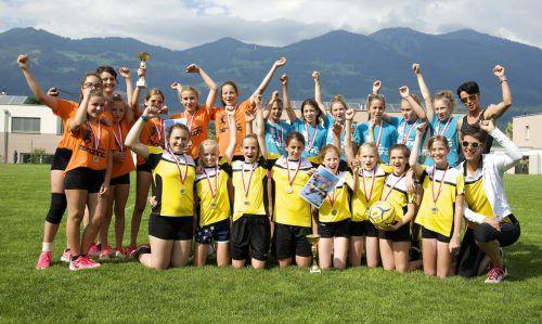 Die Top-3-Teams bei den Mädchen: Die siegreiche Sportmittelschule Satteins 2c und die beiden Teams der SMS Nenzing 2c.Verein