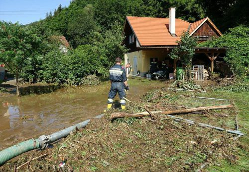 Die Unwetter haben in Neunkirchen schwere Verwüstungen angerichtet. APA