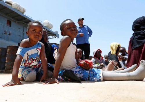 Diese Kinder haben die Flucht im Schlauchboot überlebt. Drei starben. REUTERS