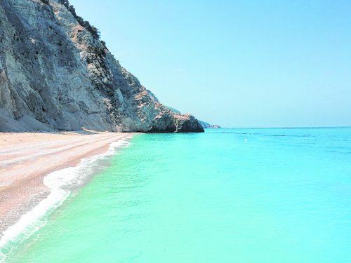 Dieser Strand auf der Insel Lefkada ist klein, aber sehr fein.