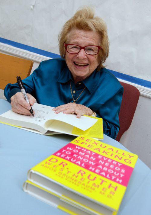 Dr. Ruth Westheimer schrieb 30 Sex-Ratgeber. ap