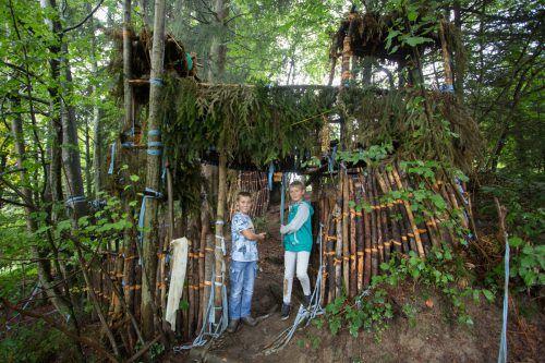 Ein Platz zum Spielen und für Abenteuer: Vor allem die Kinder werden vom Wald magisch angezogen. VN/Hartinger