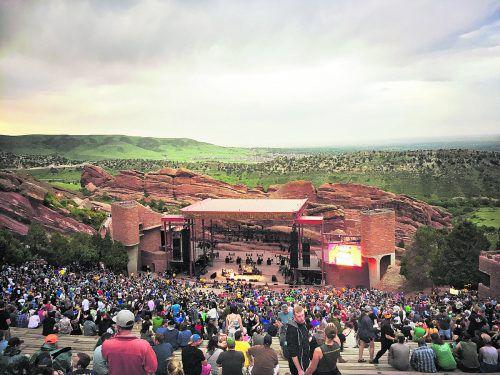 Ein wunderschöner Blick über die roten Felsen auf die Bühne.beate rhomberg