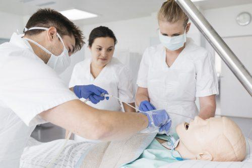 Eine fundierte Ausbildung im Pflegebereich öffnet Interessierten vielfältige Jobmöglichkeiten in verschiedensten Bereichen.kps unterland/lisa mathis