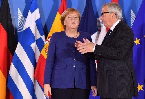 EU-Kommissionschef Jean-Claude Juncker berät sich mit der deutschen Kanzlerin. Sie steht derzeit unter massivem innenpolitischen Druck. AFP