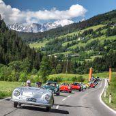 """<p class=""""caption"""">Exklusive Ausfahrt mit dem Ur-Porsche, zahlreichen weiteren Museums-Porsches und aktuellen Modellen des Sportwagenherstellers.Porsche/Houdek</p>"""
