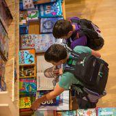 <p>Fotos von der Buch am Bach, von den Aufführungen, den Kinderreportern usw. TAG ZWEI</p>