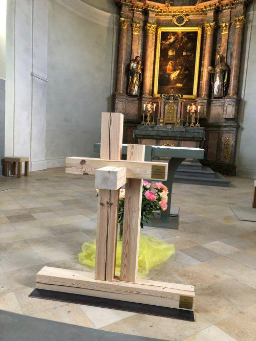 Fünf Balken ergaben ein Kreuz, ein Symbol der Gemeinsamkeit der Pfarrgemeinden.