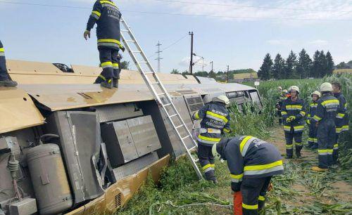 Garnitur entgleist: drei Schwerverletzte und über 30 leicht Verletzte. APA