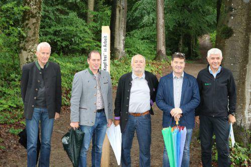 Gastgeber Wilfried Berchtold (l.), Lwk-Präsident Josef Moosbrugger, Wildparkpräsident Wolfgang Burtscher sowie Forstdirektor Andreas Amann und Waldwirtschafter Thomas Ölz. Stadt