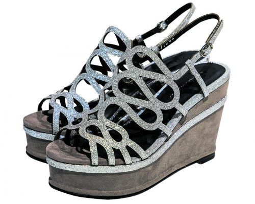 """Glamourös             Sandalette von """"Elvio Zanon"""" mit hohem Keilabsatz. Erhältlich bei Reutterer Schuhe um 150 Euro."""