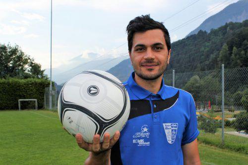 """Hamed """"Aaron"""" Zarasvand Cheghakhori ist ein im positiven Sinn fußballverrückter Iraner, der derzeit das Trikot des SCM Vandans überstreift.VN/JS"""