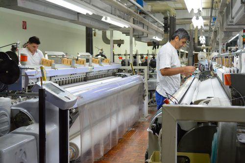 Hefel Textil betreibt in Schwarzach die letzte Inlettweberei Europas und produziert damit innovative Bettwaren. Firma