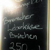 """<p class=""""caption"""">Heimatgefühle vermittelt den Deutschen auch die Speisekarte.</p>"""