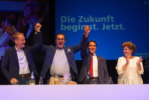 Hochstimmung bei Freiheitlichen: Neuer Landesparteichef Christof Bitschi (l.) mit Heinz-Christian Strache und Reinhard Bösch. Hartinger