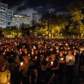 Tausende gedenken des Massakers
