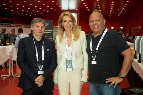 Hubert Stemer (l.) sowie Monika Vonach und Werber Lukas Konzett.