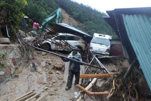 Hunderte Häuser wurden in Vietnam am Wochenende zerstört. Reuters