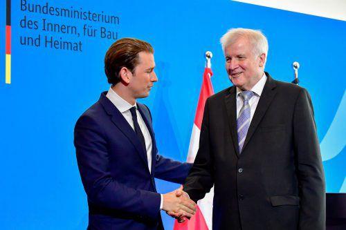 Im deutschen Innenminister Seehofer (rechts) sehe er einen wichtigen Partner, sagte der Kanzler in Berlin. AFP