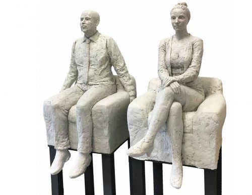 In den Figuren von Birgit Feil begegnet der Betrachter ganz normalen Menschen, die unmittelbar aus dem Leben gegriffen scheinen.kunstfreunde lindau/feil