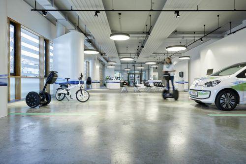 In der Mobilitätszentrale von Illwerke VKW in Bregenz-Weidach stehen verschiedene Elektrogefährte zum Ausprobieren bereit.