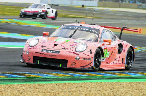 In Porsches rosa Sonderdesign unterwegs: der Höchster Kevin Estre.Porsche