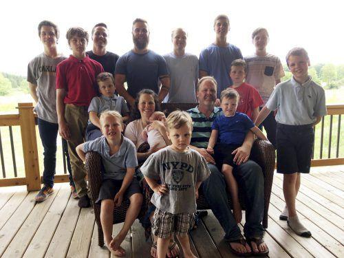 Kateri und Jay Schwandt haben 14 Söhne, aber keine Tochter. AP