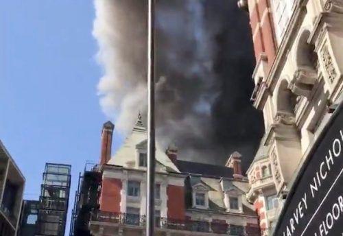 Knapp 120 Feuerwehrleute kämpften gegen die Flammen. reuters